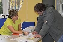 Burza práce nabídla zaměstnání hlavně technikům, o které je na trhu práce velká nouze.