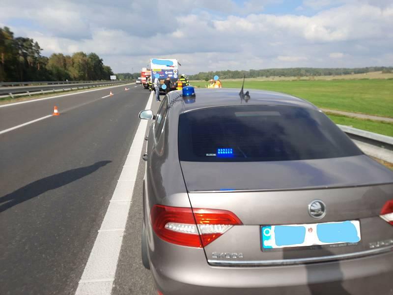 Policisté zabránili požáru na dálnici.