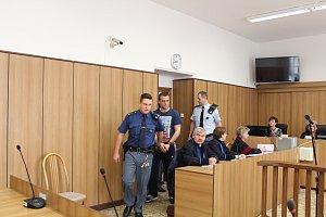 Soud v Táboře začal hlavní líčení v případu přepadení v Horusicích