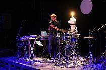 V pátek večer v rámci Noci divadel vystoupil v táborském Divadle Oskara Nedbala multiinstrumentalista Tomáš Dvořák známý pod uměleckým pseudonymem Floex.