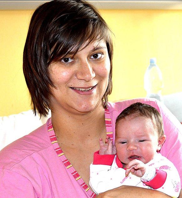 JULIE PODUŠKOVÁ Z TÁBORA. Narodila se  28. června ve 4.41 hodin. Vážila 3280 g, měřila 49 cm a doma už má brášku Šimona (2).