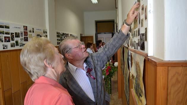Ve Skrýchově u Malšic se sešli rodáci a bývalí žáci místní školy.