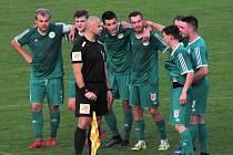 Zatímco po penaltovém rozstřelu v pohárovém utkání s Táborskem zavládla v táboře sedlčanských fotbalistů euforie, po nedělním debaklu v divizi klesli v tabulce na poslední místo.
