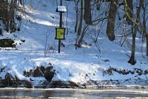 Tání a plující kry na řece Lužnici na Táborsku už symbolizují příchod jara.