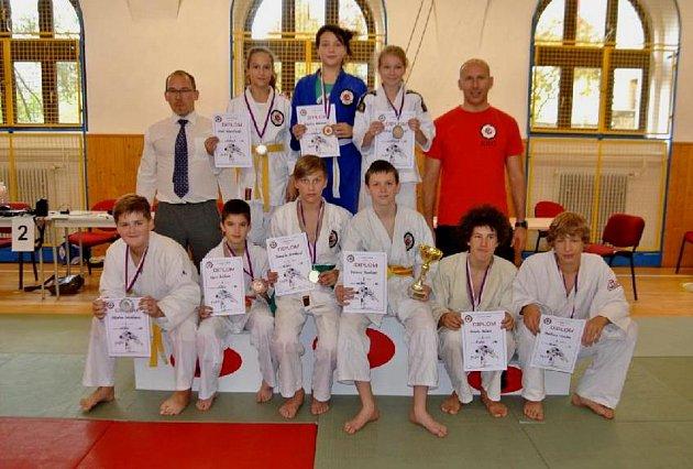 Táborští medailisté zdomácího turnaje.