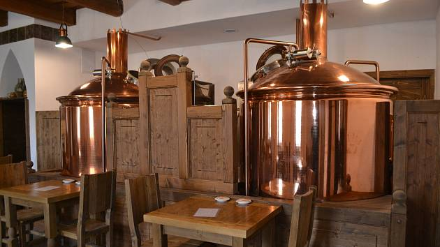 Pivovar Keras v Bechyni zachraňuje prodej výdejním okénkem.