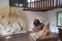 František Bílek vytvářel městské pomníky (pomník Mistra Jana Husa pro Kolín aTábor), kresby, grafiky, užité umění, architekturu ifunerální plastiky.