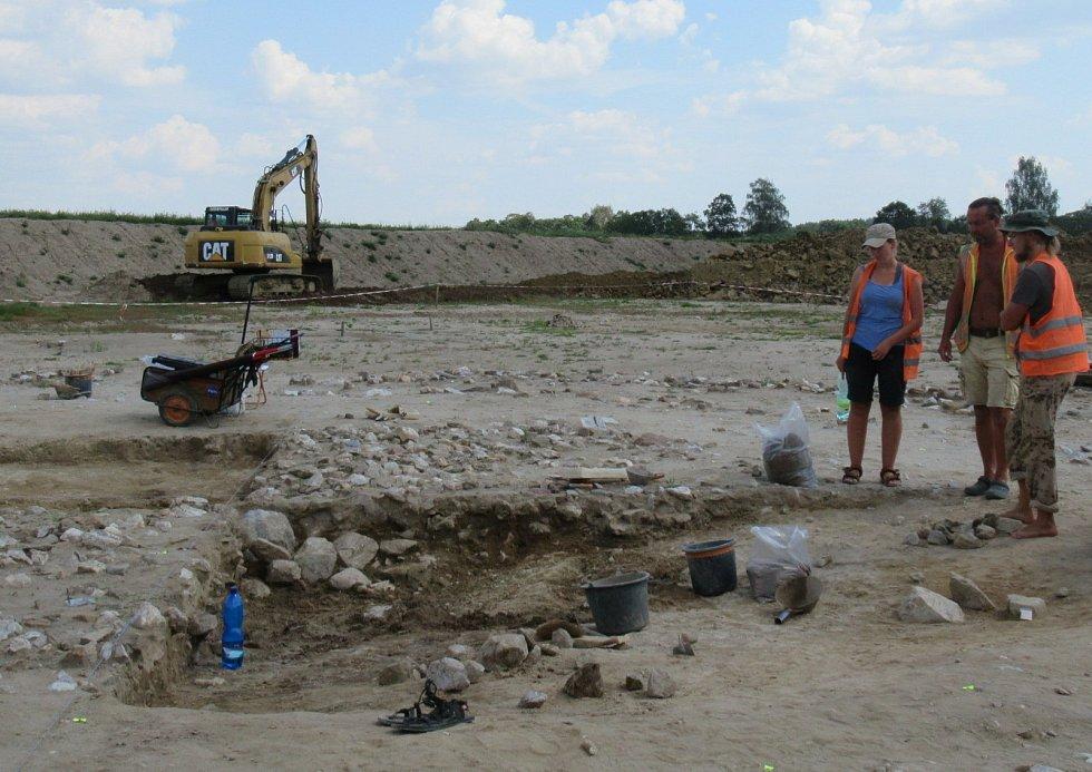 Odhalené mohylové pohřebiště i žárové hroby v Doubí u Tábora pochází z období 800 až 400 let před naším letopočtem.