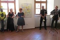 Vladimír Franz a Ida Saudková zahájili výstavu obrazů a fotografií.