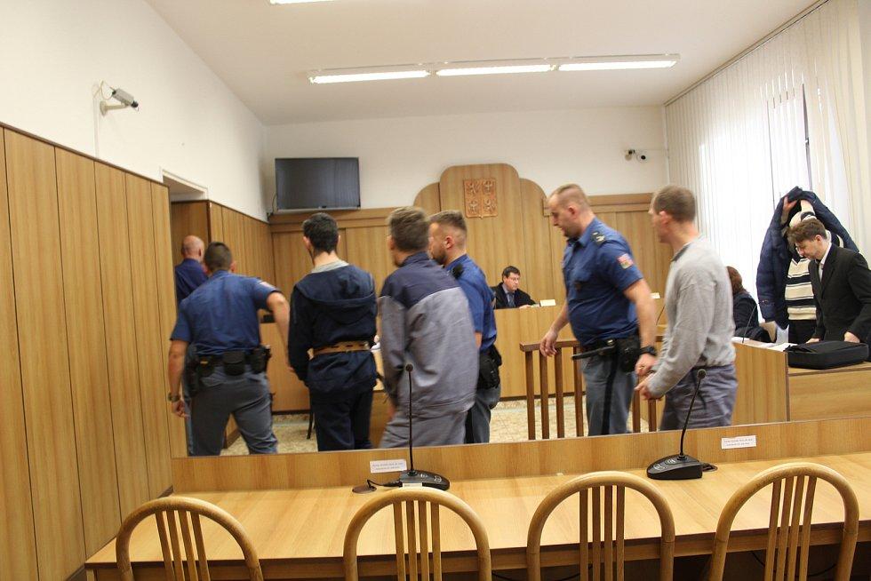 V pondělí začalo soudní líčení k případu loňské vraždy v chatové osadě poblíž Tábora.