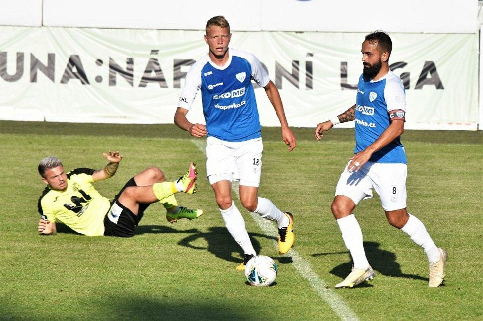 Martin Kučera (na snímku z utkání proti Ústí vpravo) zajistil Táborsku proměněnou penaltou bod.