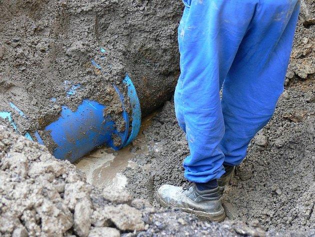 Po odkrytí zeminy se porucha na daném místě neobjevila.