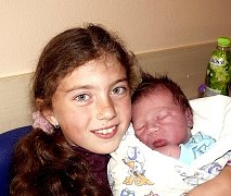 MARTIN ŠIMEK Z CHOTOVIN. Narodil se 29. dubna v 8.10 hodin s váhou 4150 g a mírou 51 cm. Už má sourozence Dominiku a Matyáše.