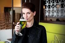 Spisovatelka Tereza Čiháková v Táboře poznala chuť zeleného piva.