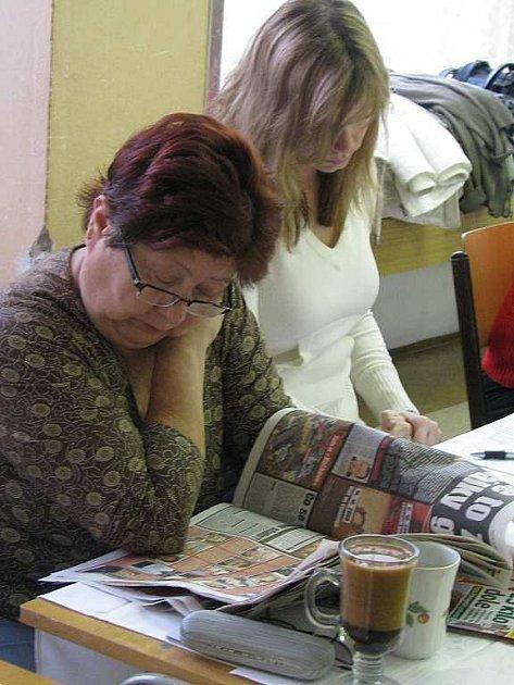 Volný čas si komisaři krátí i čtením