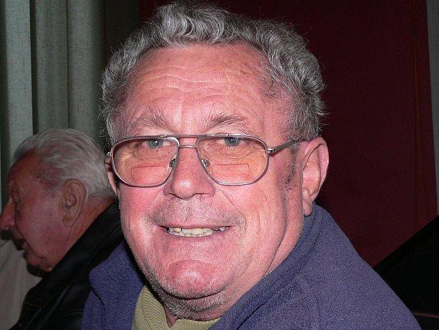 PAMĚTNÍK. Karel Slunečko prožil u autobusů 50 let.