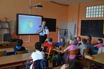 Miroslav Doubek četl dětem policejní pohádky.