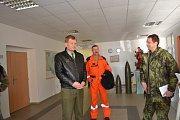 Provoz letecké záchranky převzala armáda. Záchranářům dorazil popřát do nového roku i náčelník Generálního štábu AČR Josef Bečvář.