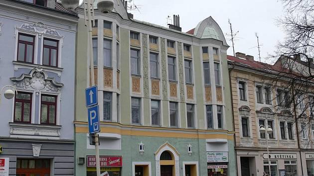 Budova s číslem popisným 961 na Husově náměstí v Táboře.