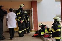 K požáru odpadu v instalační šachtě vyjeli do domova mládeže v Bydlinského ulici v Táboře profesionální hasiči z táborské stanice.