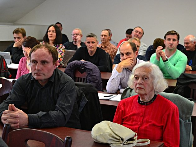 Diskuzi o stadionu sledovala řada občanů nejen Tábora.