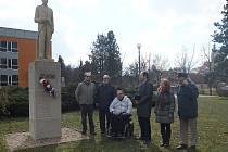 U pomníku TGM ve Veselí nad Lužnicí.