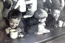 Přinášíme fotografie z historie školy v Šebířově.