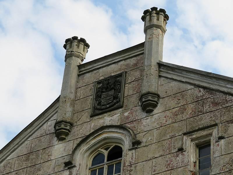 Novogotický zámek v Jistebnici chce nový majitel Ivan Svítek během deseti let zrekonstruovat, v neděli 26. září pozval veřejnost na prohlídku interiéru i rozsáhlého parku.