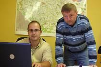Vladimír Hybner (vlevo) a Miroslav Kubec z firmy GS Technik.