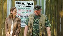 Příběh inspirovaný stejnojmenným knižním bestsellerem autora Filipa Rožka se z kulis bezdomovecké osady na pražském Bohdalci přesunul do táborského útulku.