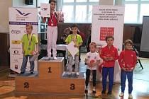 Stuipně vítězů ročníku 2010: první zleva stříbrný Gabriel Mairych, třetí zleva bronzový Vilém Míka.