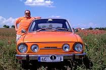 POKOŘIL HORY. Se Škodou 110 R se Marek Slabý vydal pokořit nejvyšší horu Rakouska: Grossglockner. Každých padesát kilometrů musel dolívat vodu do chladiče, ale auto cestu dlouhou přes tisíc kilometrů zvládlo.