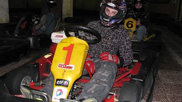 Za volant motokár usedali závodníci bez omezení věku