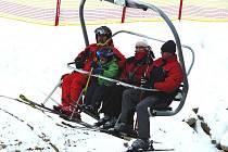 Už druhou sezonu vozí lyžaře na Monínci čtyřsedačková lanovka.