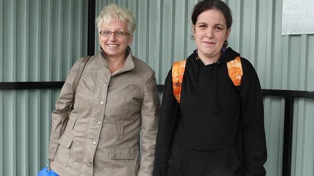 Ivana Hniličková (vlevo) a Marie Kořená využívají linku 21 každý den k cestě do práce.