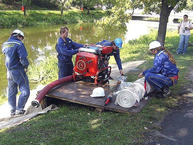 V roce 2007 oslavil sbor dobrovolných hasičů stoleté výročí založení. Při této příležitosti se konala hasičská soutěž. Na fotografii část soutěžního družstva Svin.