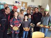 Děti z plánského školního klubu připravily v rámci soutěže zdravé svačiny pro seniorku, nosála a trenéry cirkusu.