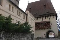 Kotnovská brána.