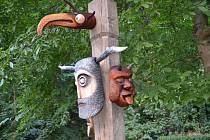 Vernisáž odhalila čtveřici nových obyvatel Housova mlýna Olafa Gregoriana, Ziegbargsta, Lišgardta a Zobgardta. To jsou nová jména dřevěných hlav keltských bůžků, které budou přítomné při každé oslavě keltských svátků.
