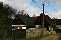 Vesničku Onuz na Jistebnicku si pro svojí pohádku Pyšná princezna vybral i režisér Bořivoj Zeman.