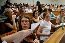 Díky službám nové univerzitní Agentury profesního rozvoje se mohou studenti ekonomických oborů Jihočeské univerzity specializovat už během studia na stážích ve velkých firmách.