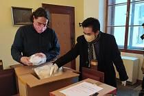 Aktuálně v pondělí 23. března obdrželo město Tábor dar od táborské pobočky Svazu Vietnamců v ČR v podobě 400 kusů šitých roušek.