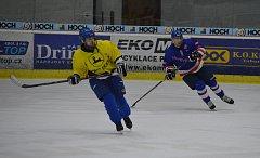 Z utkání HC Radkov - Multidekor 2:3.