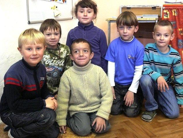 Prvňáčci Ondřej, Jiří, Miroslav, Dušan, Martin, Marika.