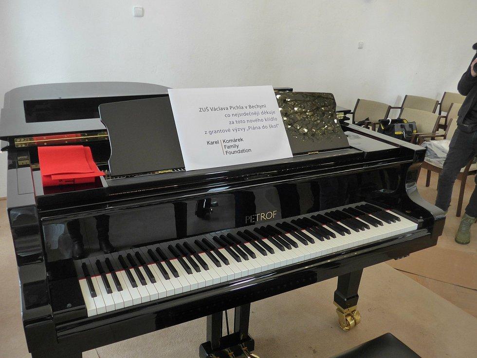 Nové piano Petrof, které obdržela bechyňská ZUŠ.