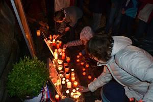 Vzpomínkový akt na události 17. listopadu 1939 a 1989 na Žižkově náměstí v Táboře.