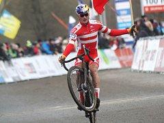Zlatý dánský junior Simon Andreassen v cíli.