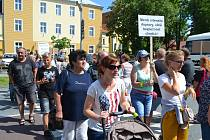 Chýnovští blokovali loni v červnu průjezd aut městem. Protestovali tak proti zdržení stavby obchvatu.