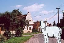 VYHNANICE. Místní obyvatelé dlouho měli hrůzu z kobyly bez hlavy, ale když jí jeden sedlák postavil pomník, zmizela.