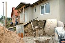 NOVÁ ZÁSTAVBA. V obcích na Táborsku většinu stavebních parcel již drží ve vlastnictví soukromníci. Ceny se pohybují od stovky, ale dokáží překročit i tisícovku.